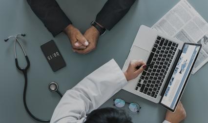 Zdjęcie główne #1466 - Masz firmę z branży medycznej? Wykorzystaj zaufanie do Dr Google!